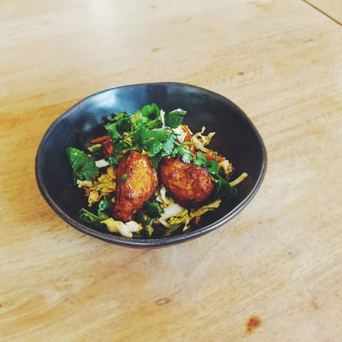 How's this for a lunch special? Thai salmon fish cakes with Asian slaw, peanuts, chili and Asian herbs👌  All yours with a complimentary pot of Carlton, glass of house wine or soft drink for $15. 12-3pm Tues to Fri! #melbourneeats #melbournefood