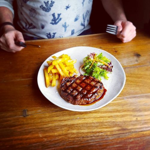 Tomorrow night is steak night at the Northcote Social Club! Every Thursday you can get yourself a steak, salad and chips for a bangin' bargain of $20!  Bloody beautiful 👌 #melbourneeats #melbournefood