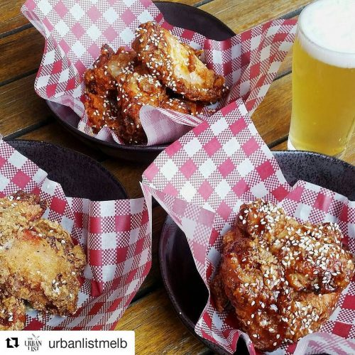 #Repost @urbanlistmelb Urban List know what's up 👊 Get your wing on with us tonight! ・ ・ ・ Every Wednesday starting from today the team at @Northcotesocialclub are cooking up $1 wings from 5pm. Grab yourself some crispy hot, BBQ or salt 'npepper wings for just a gold coin each. Sounds pretty good to us! #chicken #chickenwings