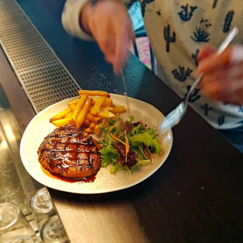 Shining, glistening meatty goodness ready to rock'n'roll right into the mouths of all you carnivorous kids tonight. Oh yes it's steak night, and the feeling's right - steak night, oh what a night. . . . . . #northcotesocialclub #northcote #food #melbournefood #melbourne #steak #chips
