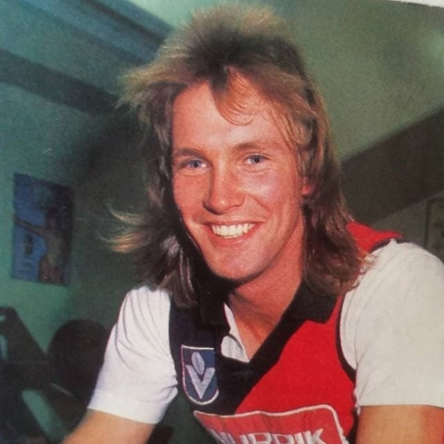 ✭ FOOTY MULLET REVIEW 002 ✭  Greg Anderson of Dons/Crows fame this week treats us to his wispy, Farrah Fawcett inspired cut. We're not entirely sure about what 'business' is going on up front but we'd be keen to get involved. 3/5 ⭐