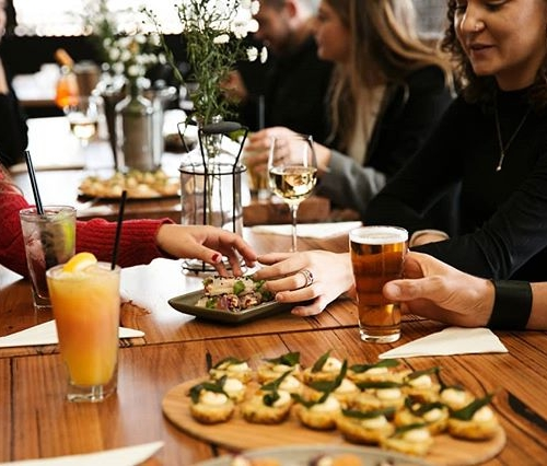 Mariah was lying. All she wants for Christmas is a cracker end-of-year party at the pub with butt tonnes of food and a tab paid for by her boss.  What? You too? Best be booking in your xmas functions with us then! Get in touch today via bar@northcotesocialclub.com